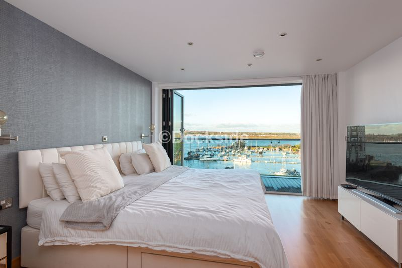 4 bed flat for sale in The Hamptons  - Property Image 6